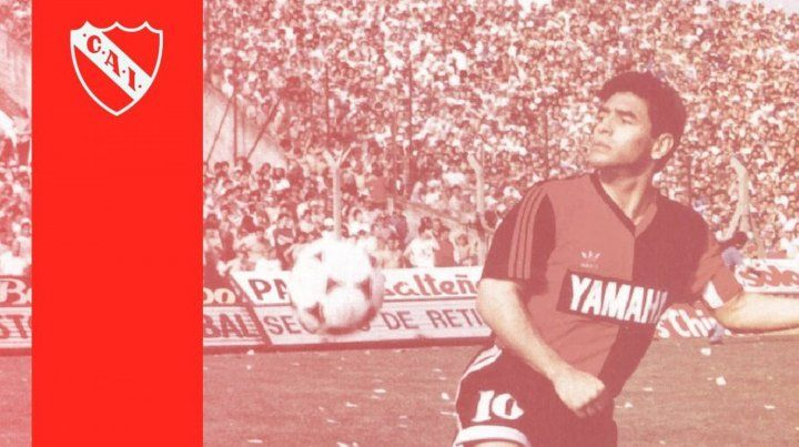 Independiente recordó el debut oficial de Maradona con la camiseta de Newells que fue en la cancha de Avellaneda.