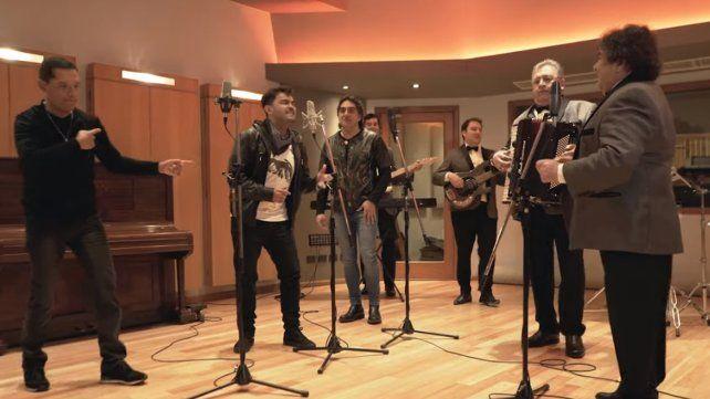 Los Palmeras presentaron un video cantando junto a Los Nocheros