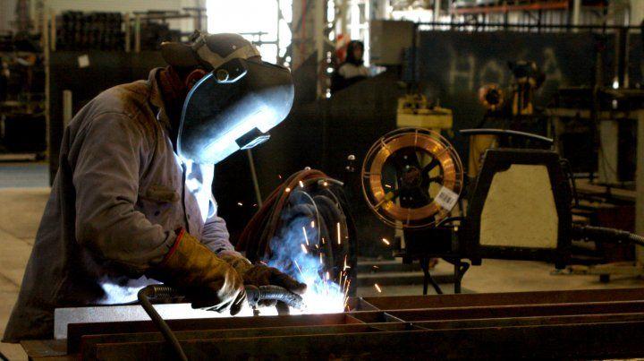 Caída libre. La producción industrial lleva 14 meses de derrumbe.