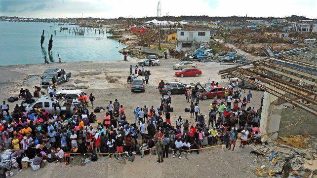 Bahamas: lonas para reemplazar techos volados