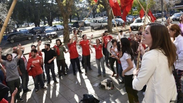 En Tribunales. Una manifestación de militantes de Ciudad Futura ante una de las audiencias.