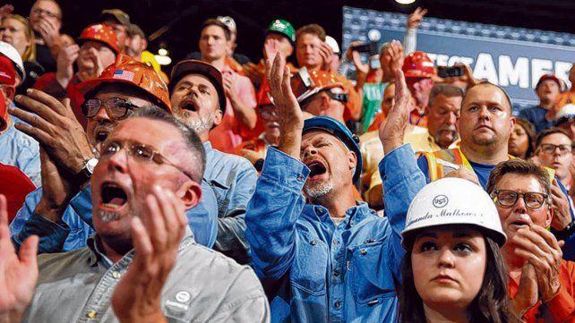 fieles. Obreros siderúrgicos ovacionan a Trump en Granite City