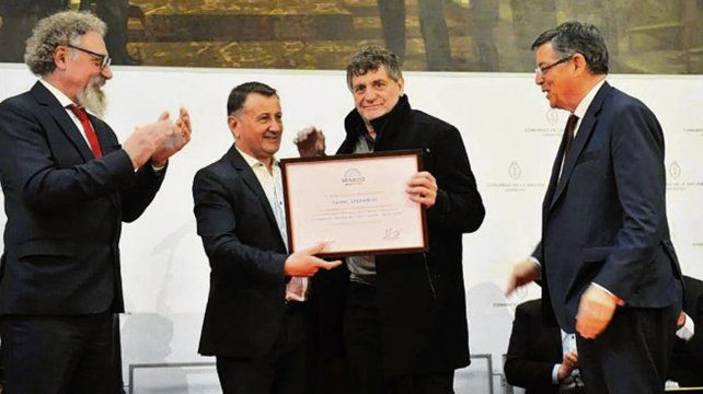 Diploma de honor en el Congreso nacional