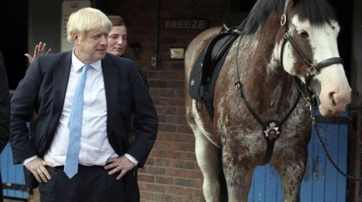 hola. Boris Johnson durante una visita a una granja en West Yorkshire. El primer ministro mantiene su apuesta.