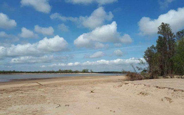 Un dron revela la crítica bajante del Paraná en las islas ubicadas frente a Rosario