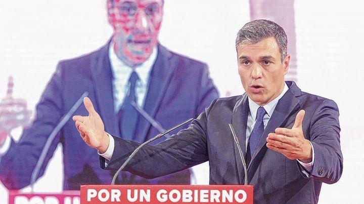 a ver. El premier socialista Pedro Sánchez y su partido suben en los sondeos. Una carta más de negociación.