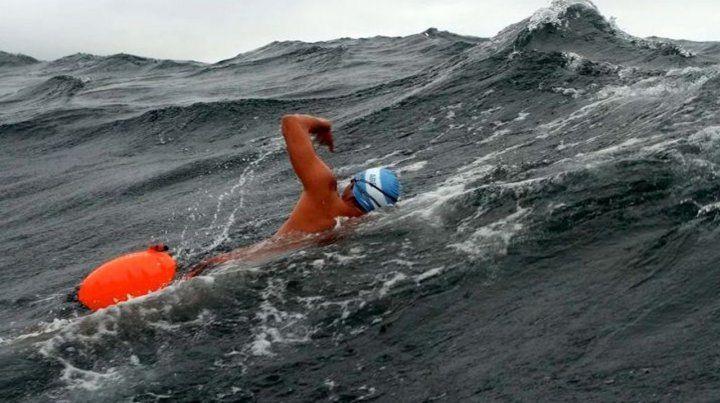 El nadador argentino Ola abandonó por hipotermia