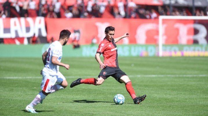 Peligro de gol. Gabrielli es una opción de ataque con los centros. El uruguayo los mete con mucha justeza.