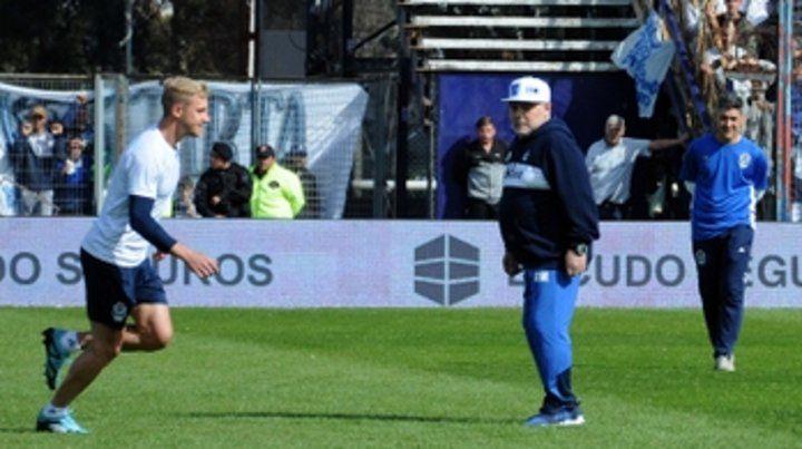 El gran DT. El cuerpo técnico de Diego Maradona comandó el entrenamiento tripero.
