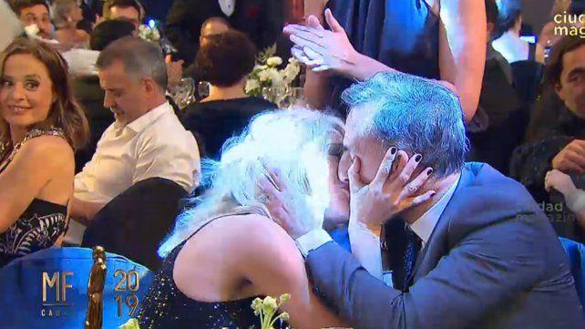 El apasioando beso de Yanina cuando Diego Latorre ganó un Martín Fierro