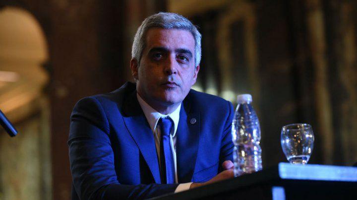 El rector de la Universidad Nacional de Rosario (UNR)