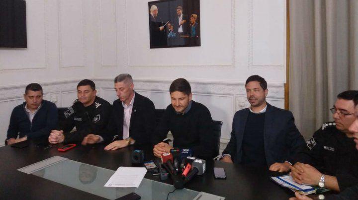 Los dirigentes de los clubes y el ministro Pullaro esta mañana en la sede gobernación