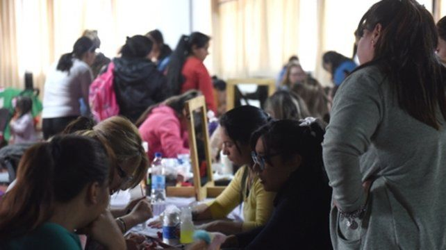 En acción. Los talleres que brindan desde los centros apuntan a que las mujeres puedan mantener su espacio.
