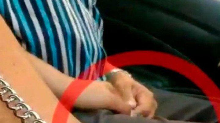 Una alumna difundió imágenes del momento en el que un profesor la acosa