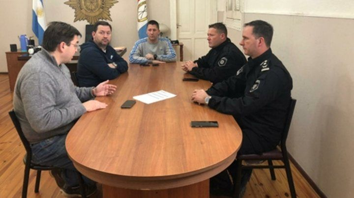 juntos. Autoridades políticas y policiales se reunieron para generar acciones de seguridad.