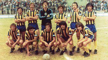Central del 79. Ghielmetti, Van Tuyne, Ferrero, Craiyacich, Chazarreta, Orte, Manzi, Trama, Bacas y Giuliano, los que estuvieron en este clásico en el remodelado estadio auriazul tras el Mundial 78.