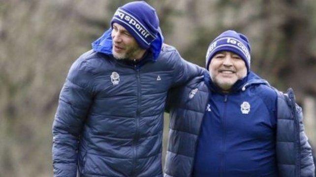 Dupla técnica. Sebastián Méndez y Maradona