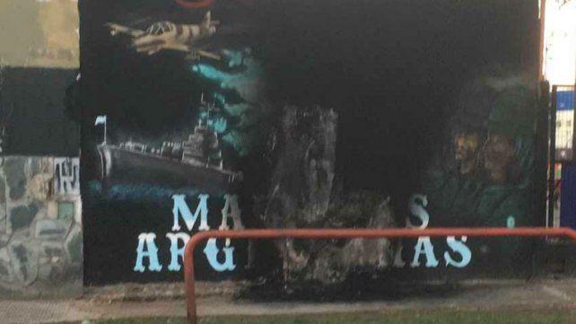 Esta madrugada prendieron fuego a uno de las paredes del complejo Malvinas Argentinas de Newells