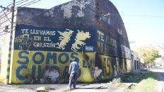 vandalizaron el frente de un local pintado con los colores de central