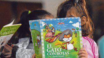Los chicos y chicas son invitados principales a ser protagonistas de la fiesta de la lectura y los libros.