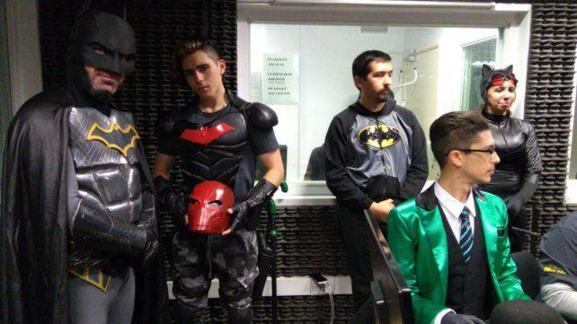 Los fanáticos del héroe y de los villanos producidos para la ocasión .