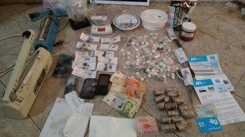Detenidos y secuestro de drogas y armas allanamientos