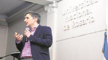 Presentación. El economista Martín Rapetti disertó en la sede de la UNR.