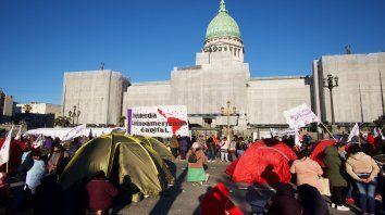 Presión. Acampe de organizaciones sociales frente al Congreso mientras se trataba la emergencia alimentaria.
