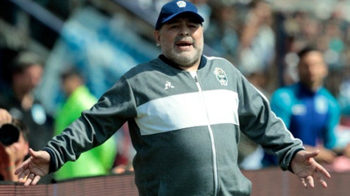 Activo. Maradona le pegó a Coudet.