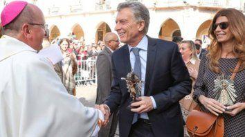 Saludo. Monseñor Cargnello agradeció la visita de Macri y su esposa, pero no se guardó sus críticas.