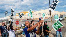 protesta. Obreros sindicalizados en la planta de GM en Flint, Michigan.