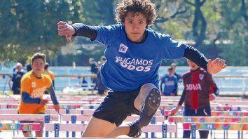 A jugar. Los jóvenes compitieron en las más variadas disciplinas deportivas, como el atletismo.