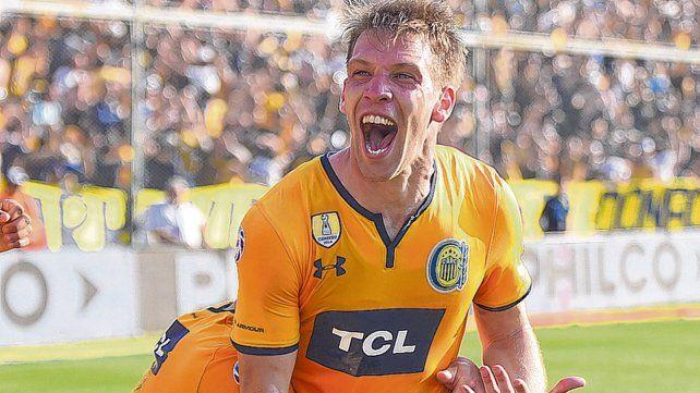 El grito. Claudio Riaño intentará festejar un gol en La Fortaleza.