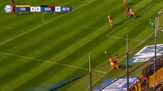 La falta fue penal. Alexis Rodríguez toca atrás antes de que la pelota se vaya y Brítez lo barre afuera de la cancha. Merlos debió cobrar.