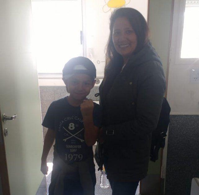 Benjamín junto a su mamá