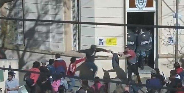 Incidentes en la marcha de vecinos en reclamo por el femicidio de Navila Garay
