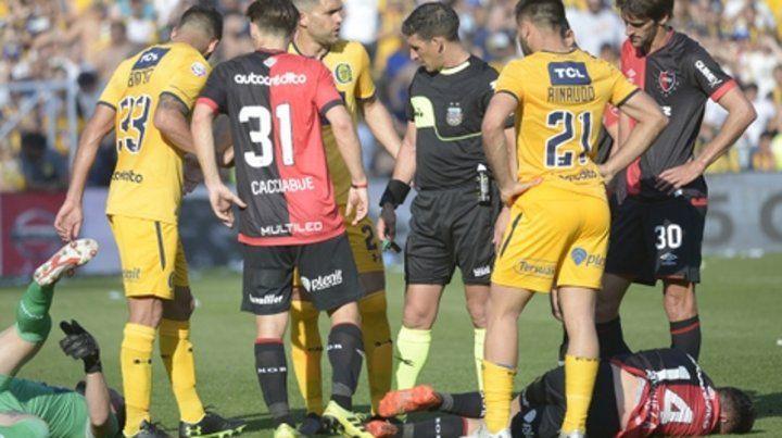 Nadie reclamó penal. Jeremías Ledesma y Alexis Rodríguez quedaron en el piso tras la acción en la que el arquero auriazul y el delantero rojinegro pelearon en lo alto una pelota.