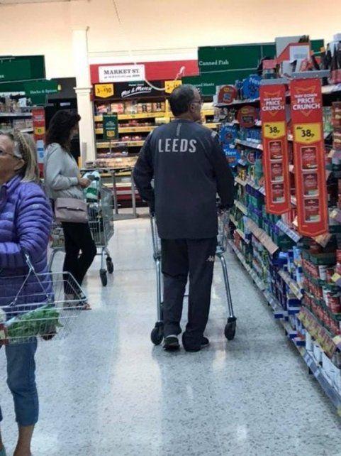 Bielsa sorprendió a los ingleses en un supermercado
