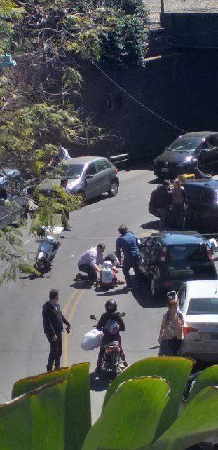 Madre e hija que iban en moto chocaron de frente con un auto