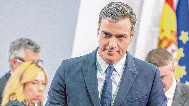 Anuncio. El presidente Sánchez termina de dar la conferencia de prensa tras entrevistarse con el rey Felipe VI.