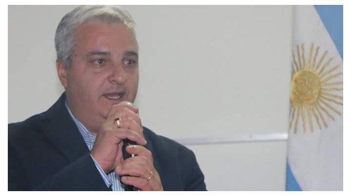 El intendente de Arroyo Seco ingresó a un estudio de radio para increpar a un periodista y fue echado