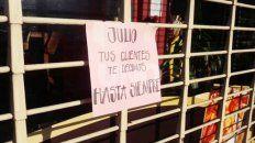 Julio, tus clientes te decimos hasta siempre. El cartel que vecinos y clientes dejaron en el local para despedir al comerciante asesinado. (Foto: Uno de Santa Fe)