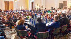 todas las voces. Sindicatos, empresarios, funcionarios y diputados, ayer, en el hall de la Legislatura.