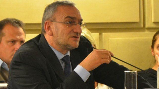 respuesta. El senador Calvo le pidió a Saglione (Economía) que termine más decorosamente su gestión.