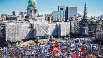 Movilizados. Organizaciones sociales marcharon ayer al Congreso para reclamar por la aprobación de la ley.
