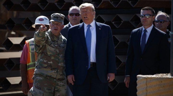 recorrida. El presidente ayer junto al comandante Todd Semonite.