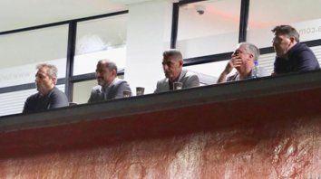 En el palco. Kudelka, Peratta, DAmico y el Toto Berizzo junto a un amigo.
