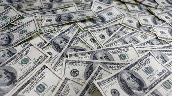 En un mes fugó un 30 por ciento de los depósitos en dólares