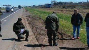 Rastrillaje. Tres días después del hecho, los gendarmes encontraron vainas servidas en la banquina del camino.