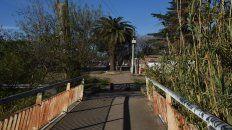 camino a la villa. El final del polémico puente del parque.
